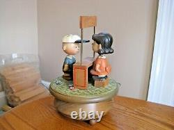 ANRI Italy Peanuts Charlie Brown & Lucy PSYCHIATRIC HELP Large 8 1/2 Music Box