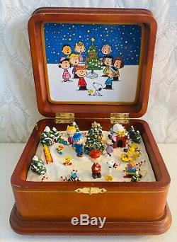 Danbury Mint Merry Christmas Charlie Brown Music Box Tested Working Vintage