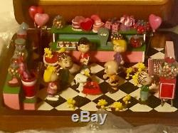 Danbury Mint Peanuts Gang Happy Valentines Day Music Box Mint RARE