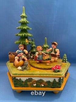 ERZGEBIRGE FAMILY Music Box Carved Wood REUGE/ROMANCE HUBRIG Germany