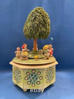 ERZGEBIRGE Wendt Kuhn THORENS Music Box Kinderreigen Carved Wood East Germany