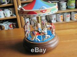 Snoopy / Peanuts Music Box Carousel Ceramic & Wood 7 Round Willitts Vintage