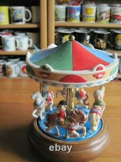 Snoopy / Peanuts Music Box Carousel Ceramic & Wood 7 Round Willitts Vintage