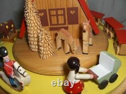 Vntg Erzgebirge Wood Hand Made Moving Christmas Music Box O Tannenbaum Germany